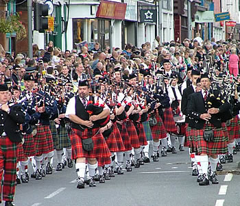 2007 Mass Pipe Bands leading the Annan Parade